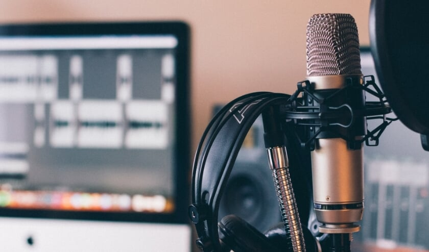 We Will Record British or American Voiceover for Your YouTube Videos