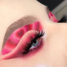 An article consisting of more than 1000 words on how to make makeup